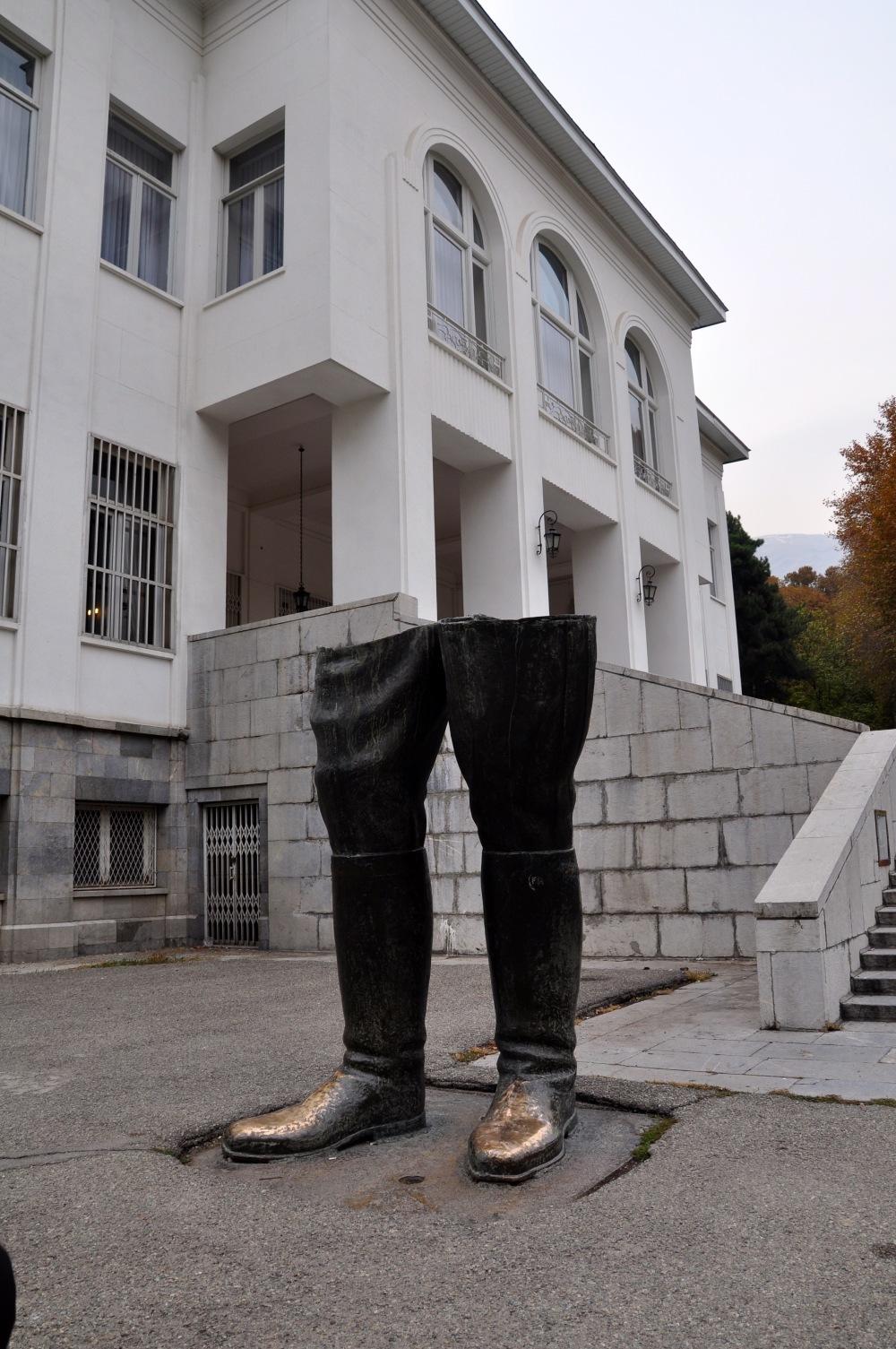 reza-pahlavi-statue-legs-sadabad-palace-tehran-iran