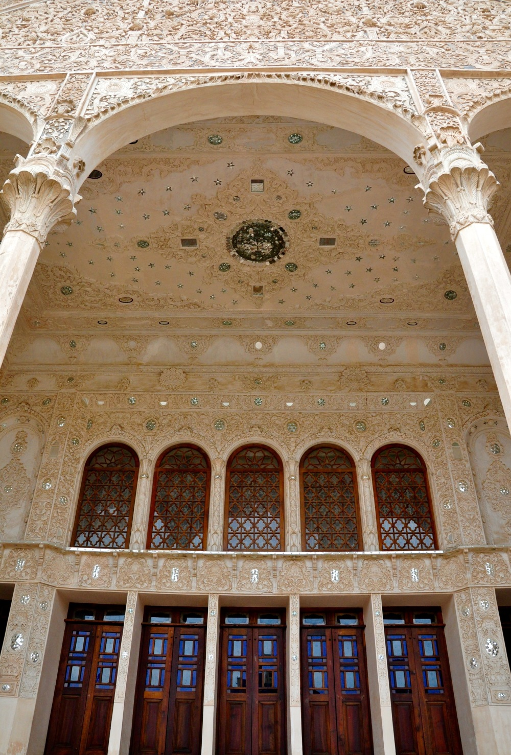 mirror-work-on-tabatabaei-house-facade-kashan-iran
