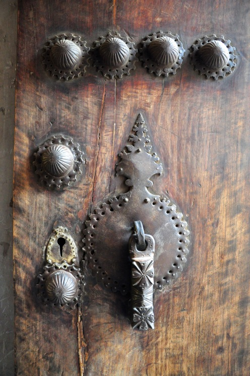 male-door-knocker-boroujerdi-house-kashan-iran