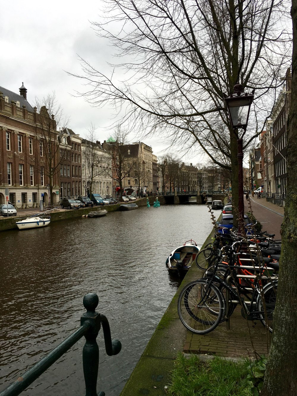 amsterdam-canal-and-bikes