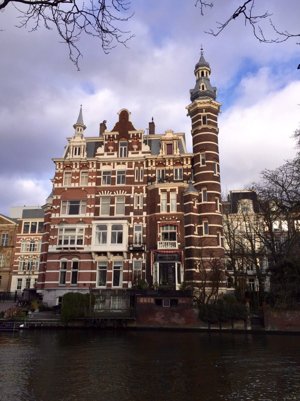 amsterdam-old-house-by-canal