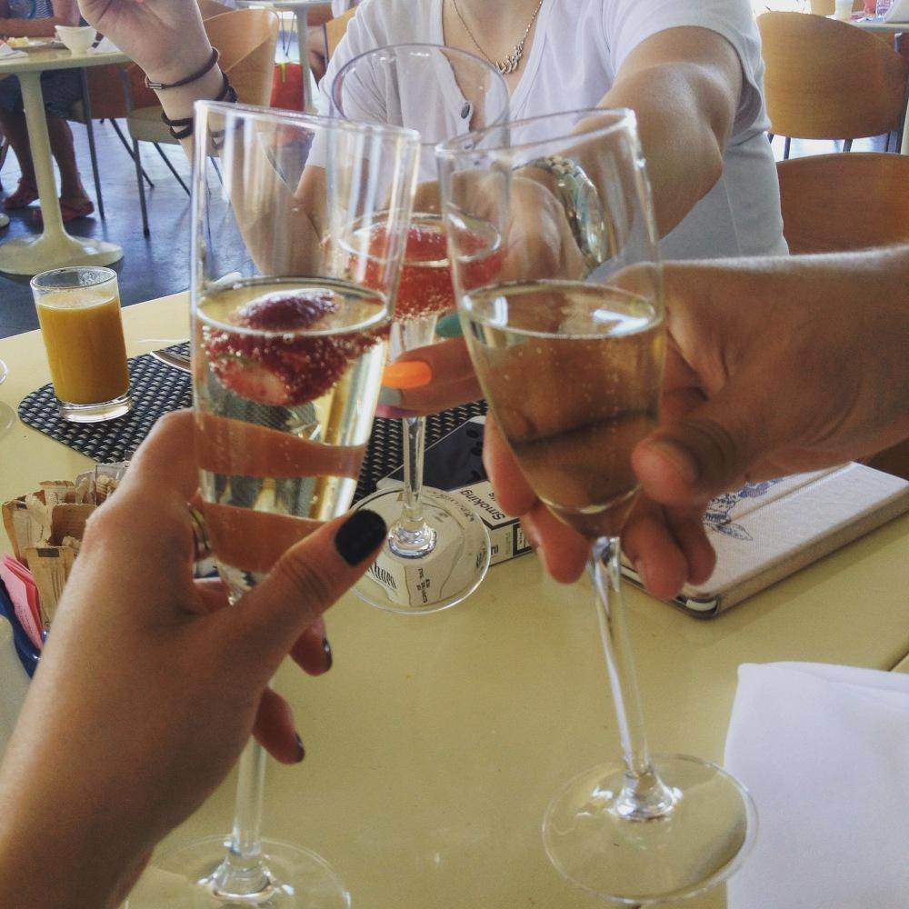champagne-breakfast-kempinski-dead-sea