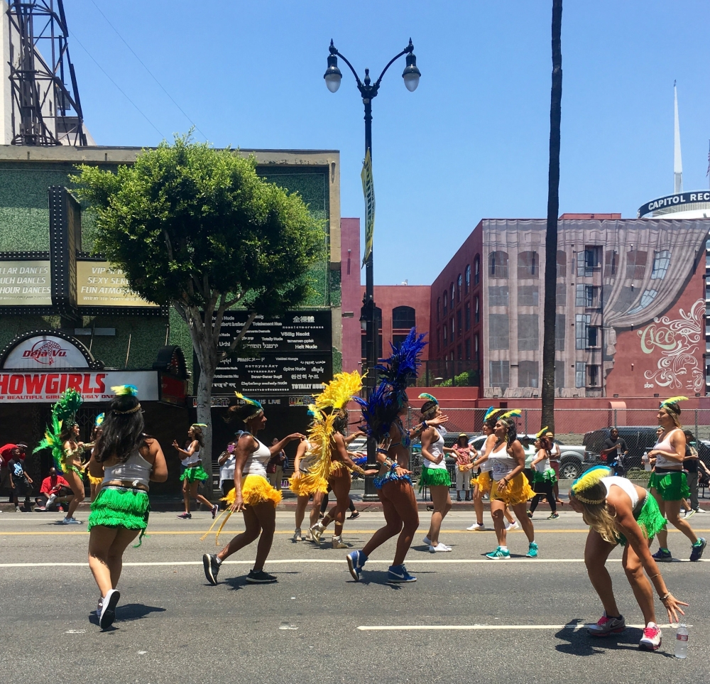 hollywood-carnival-3.jpg