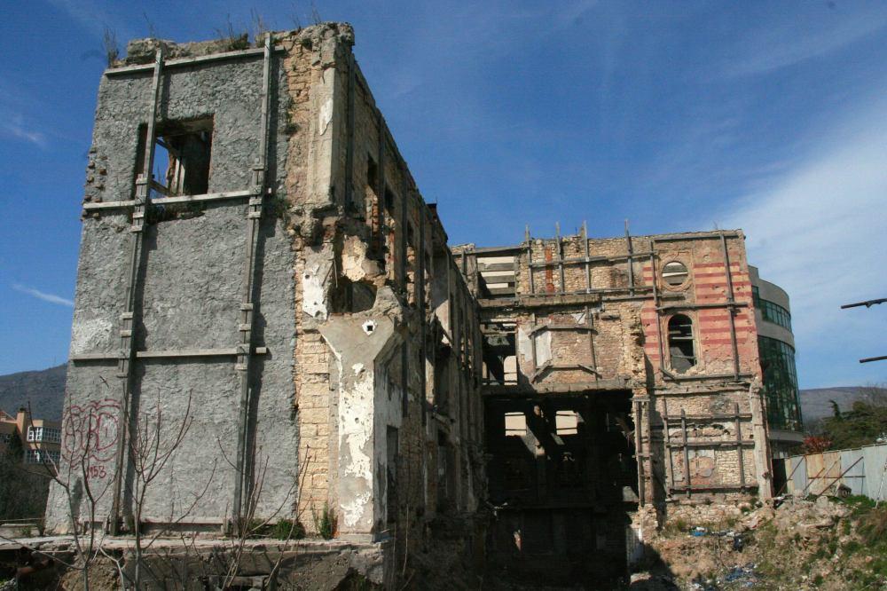 war-torn-building-mostar