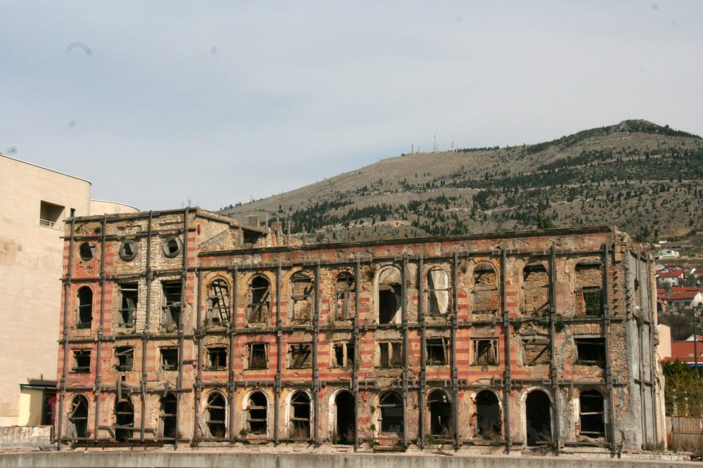 war-torn-building-mostar