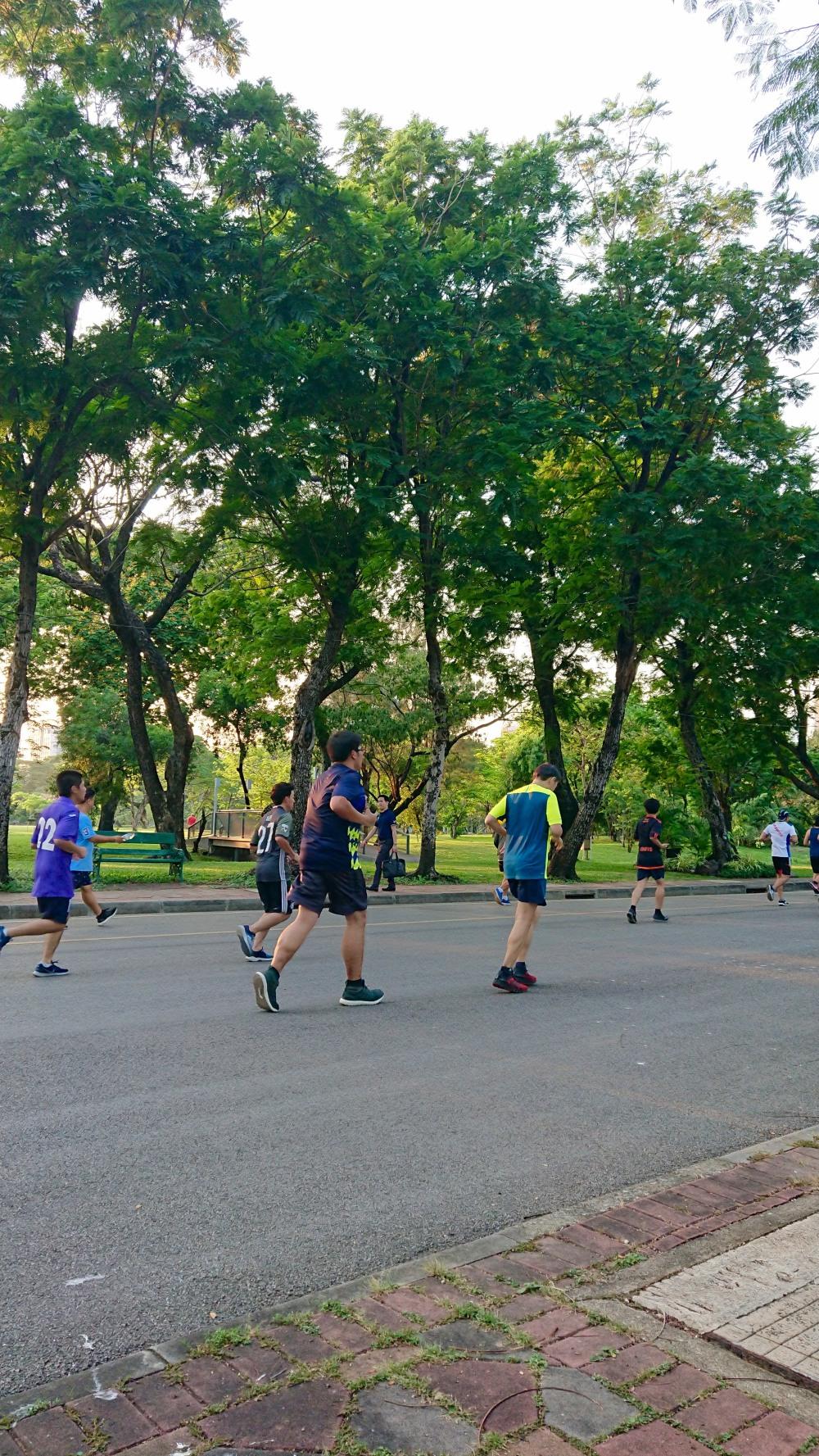 lumphini-park-joggers